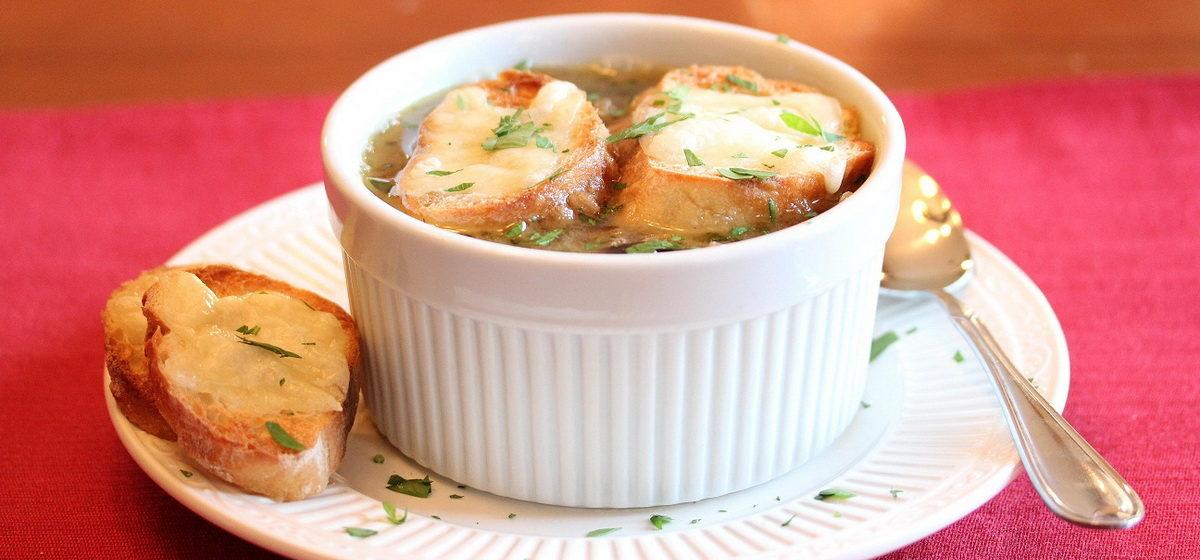 Вкусно и просто. Французский луковый суп с гренками