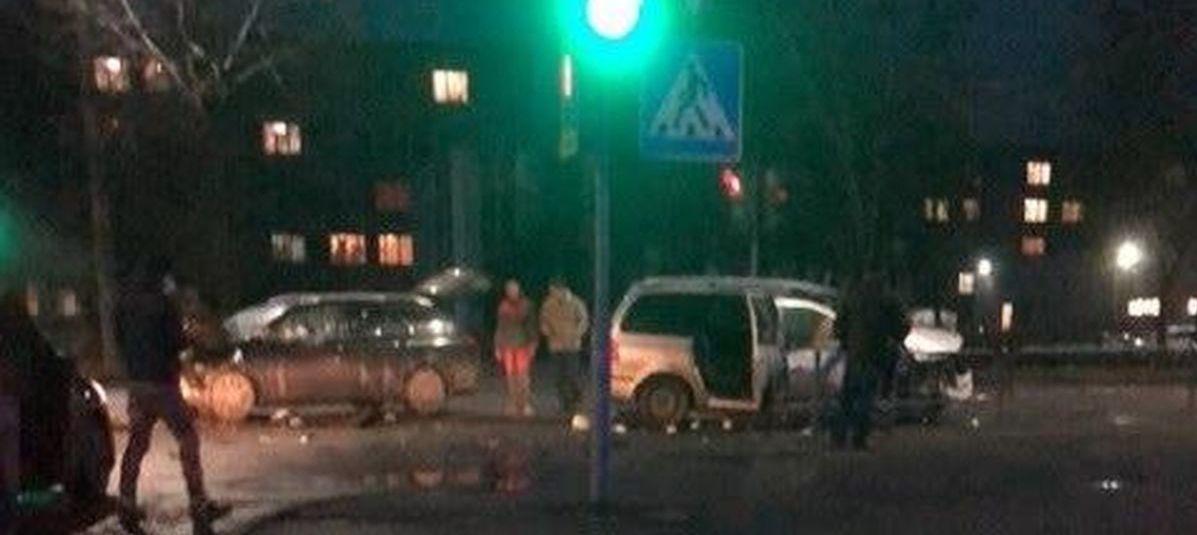 Серьезная авария на перекрестке в Южном микрорайоне в Барановичах. Фотофакт