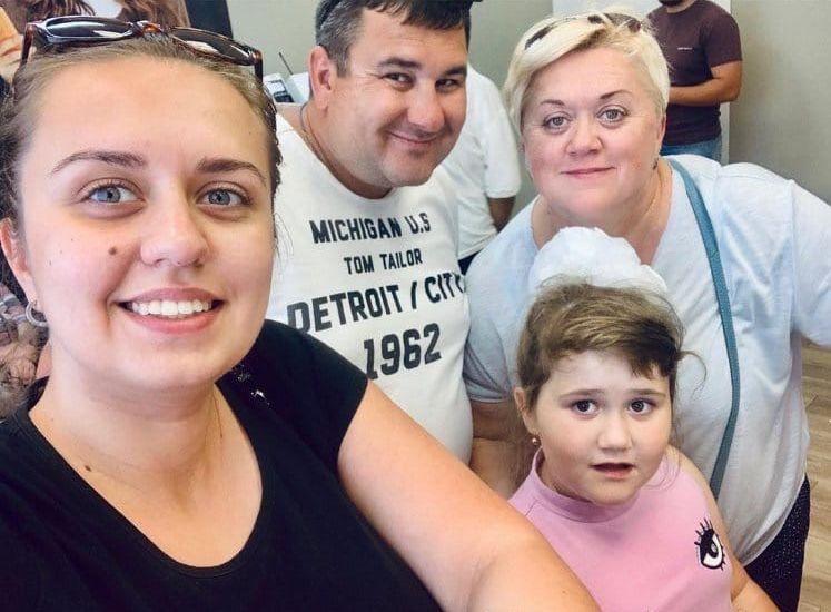 Наталья Панасеня с мужем и двумя дочками - Валерией и Аллой.