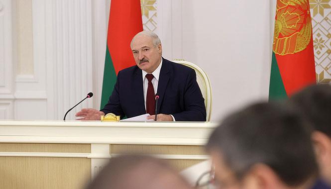 Лукашенко: Отдал распоряжение не пускать в страну тех «умных» белорусов, которые выехали в непростое время