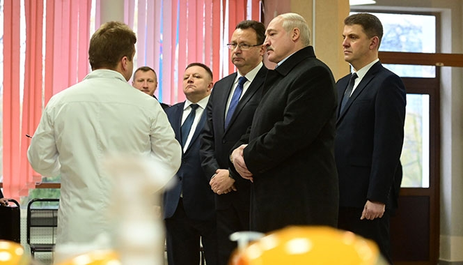 Лукашенко: Незнакомому президенту такую Конституцию отдавать нельзя. Будет беда