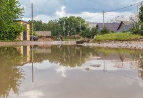 «На что хватило денег, тому и радуйтесь». Исчезла ли лужа-море на улице Чапаева в Барановичах?