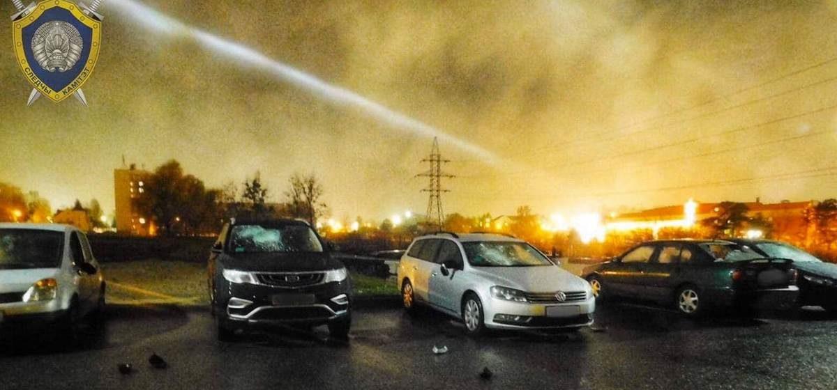 Пять авто у задания РОВД разгромил битой житель Гродно