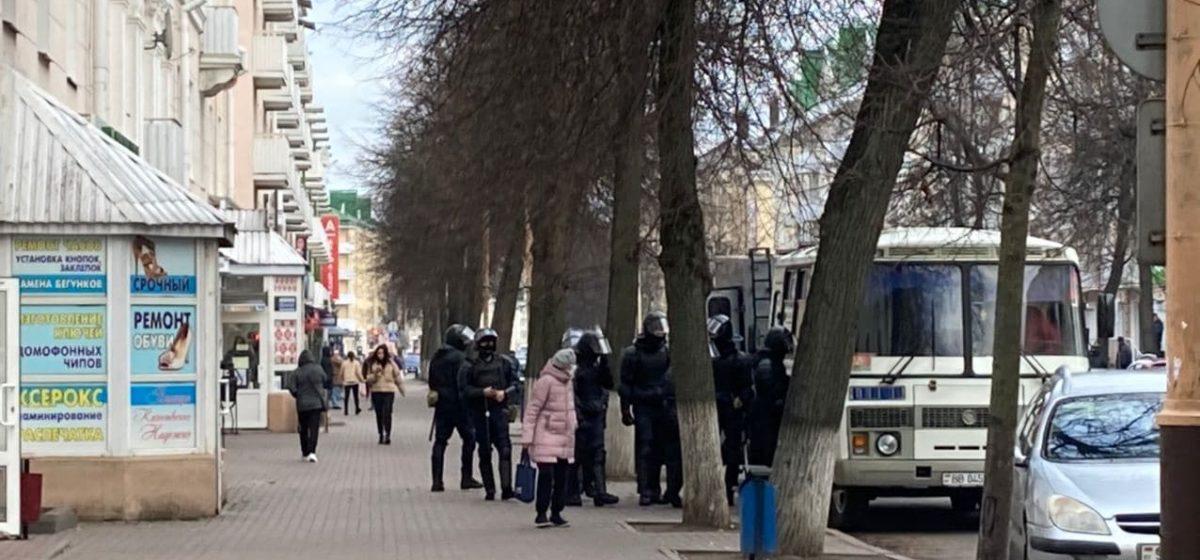 Сколько человек задержали 8 ноября на акциях в Барановичах