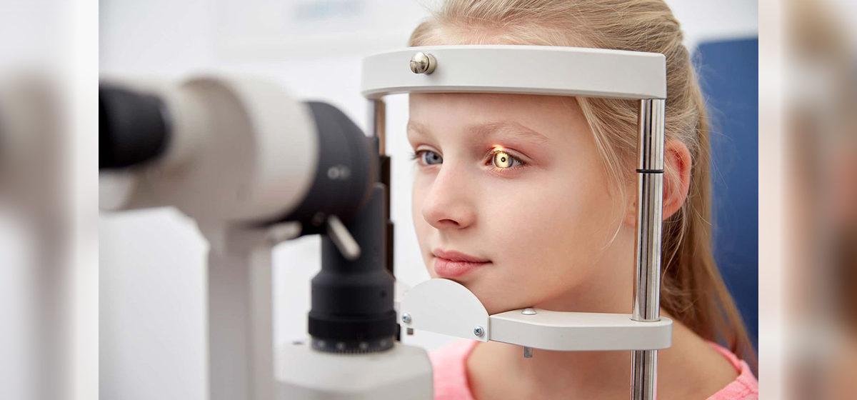 «В первый класс уже идут в очках». Как сохранить зрение ребенка и можно ли школьнику сделать лазерную коррекцию, рассказала врач-офтальмолог*