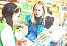 Так и живем. Продавец в продуктовом магазине о доходах и расходах. «Хорошо, что хоть в школе дети питаются бесплатно»