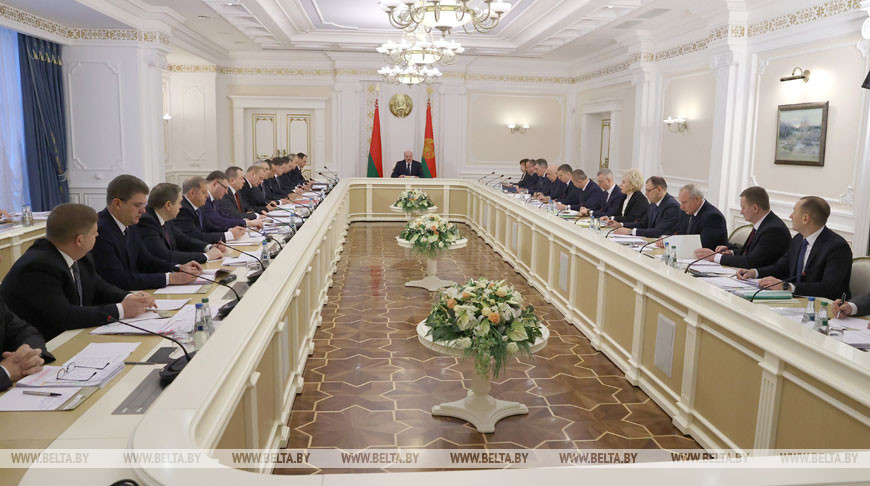 Лукашенко об экономике: Строить слишком жесткие планы на следующий год было бы опрометчиво