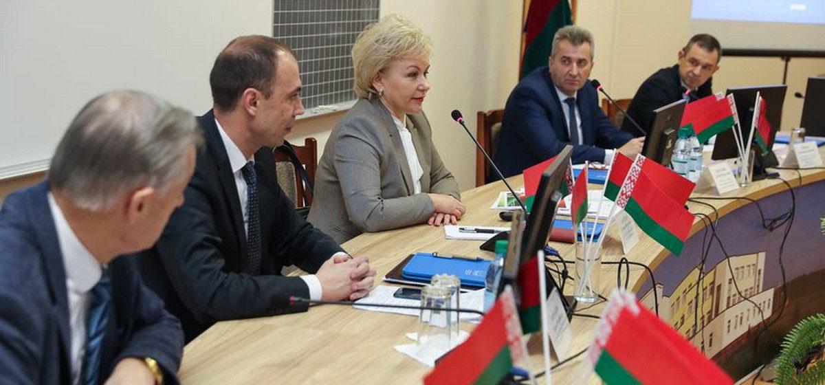 О чем говорили на встрече с министром труда жители Барановичей и района