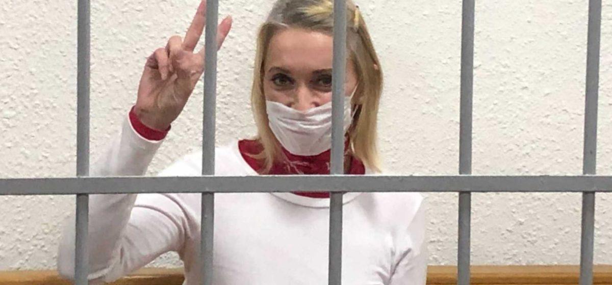 Белоруску из Швейцарии, которая сорвала с омоновца балаклаву, отправят в колонию. Читайте, на какой срок