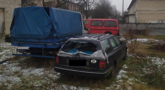 Три машины обокрали у барановичского предпринимателя