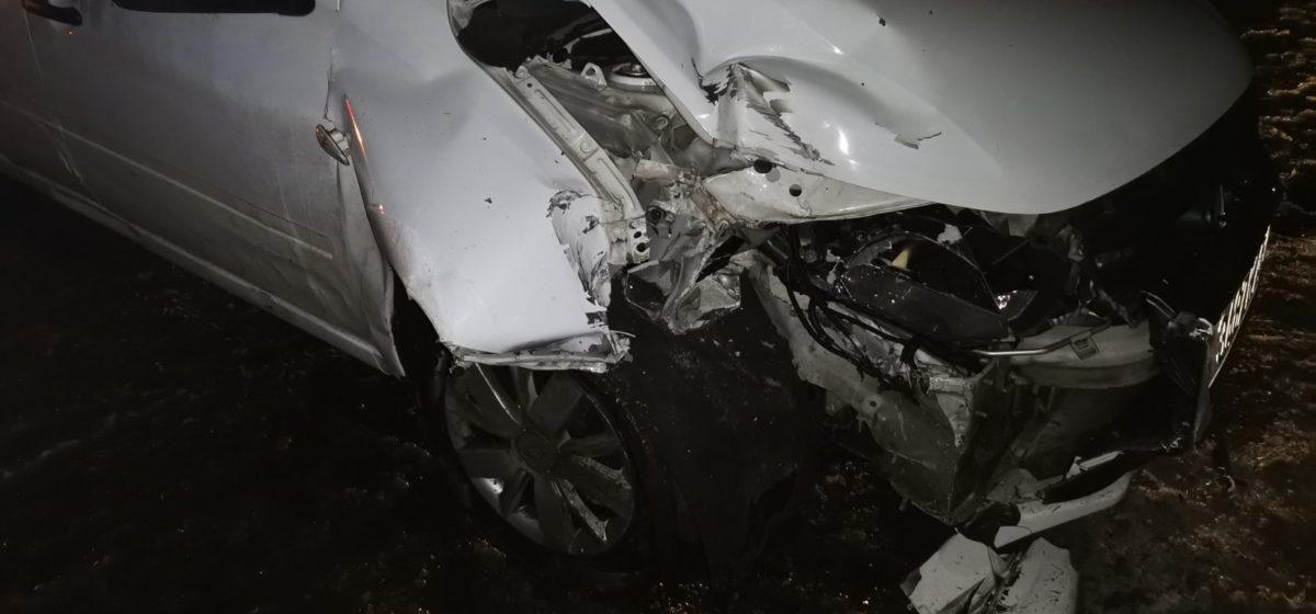 Мужчина напал на таксиста, затем угнал его авто и попал в ДТП в Речицком районе