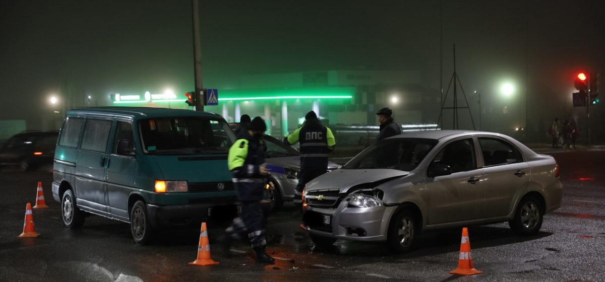 «Шевроле» и «Фольксваген» столкнулись в Барановичах