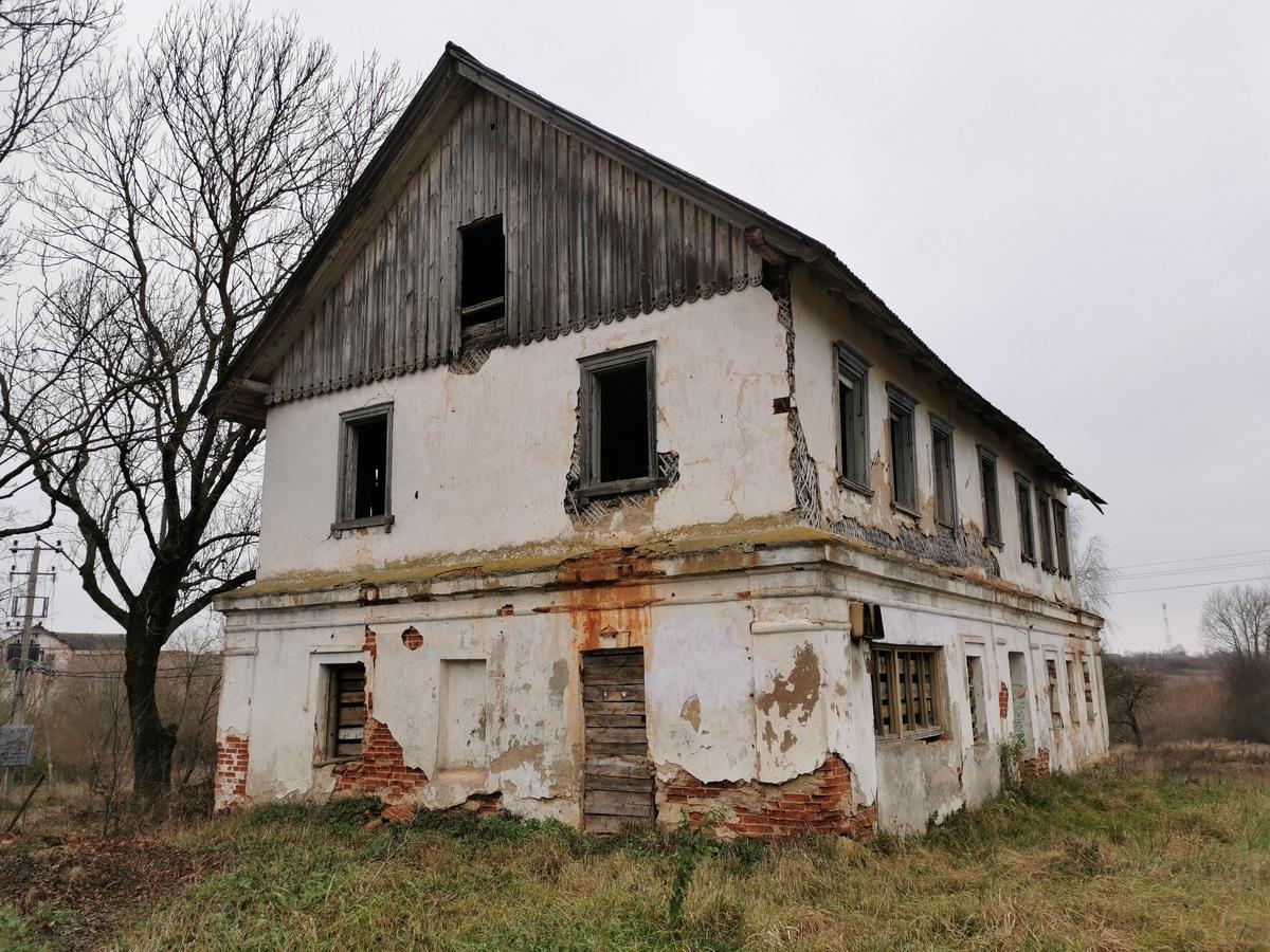 Бывший дом для рабочих в д. Нижнее Чернихово. Фото: Виктор БОРИСЕВИЧ
