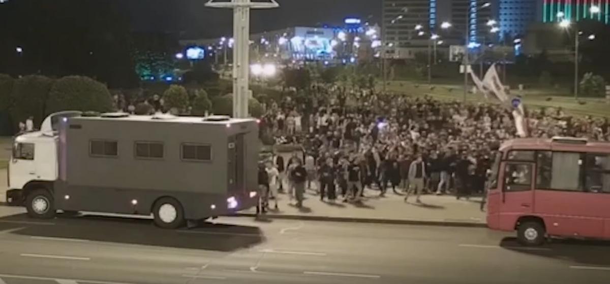 Новое видео столкновений в Минске 9 августа. Латушко рассказал о «терабайтах» свидетельств неправомерных действий силовиков