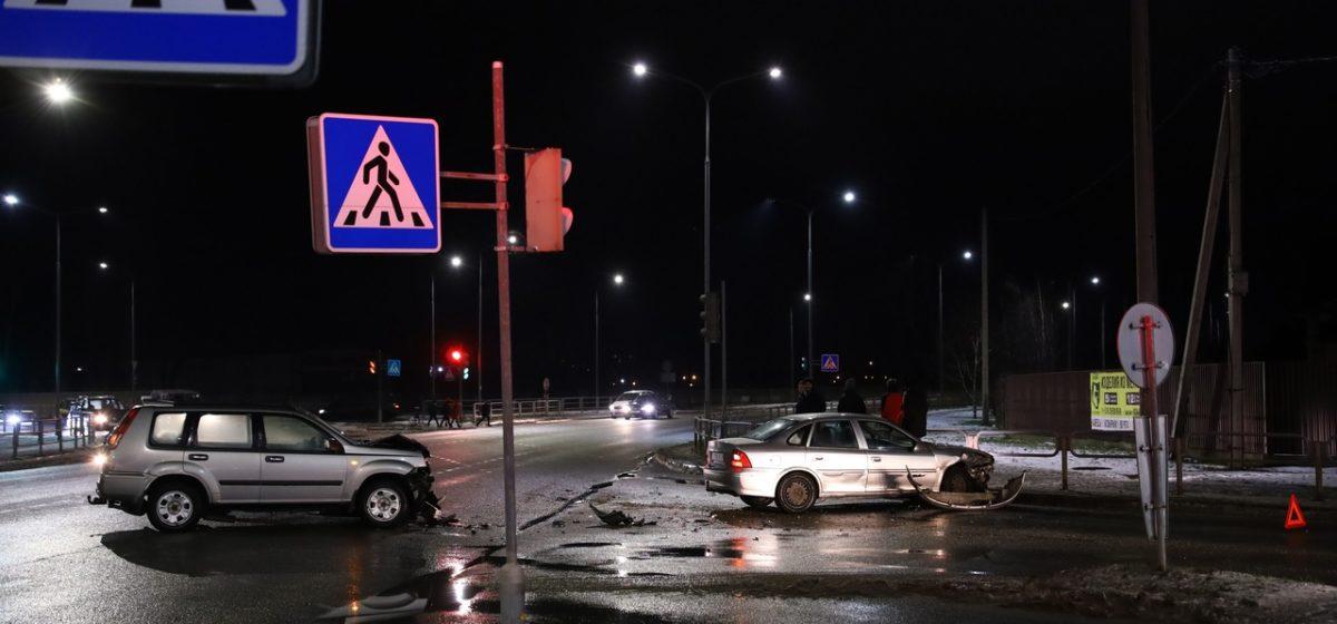 «Опель» и «Ниссан» столкнулись в Барановичах