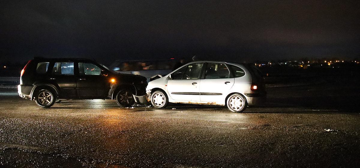 Лобовое столкновение автомобилей произошло под Барановичами
