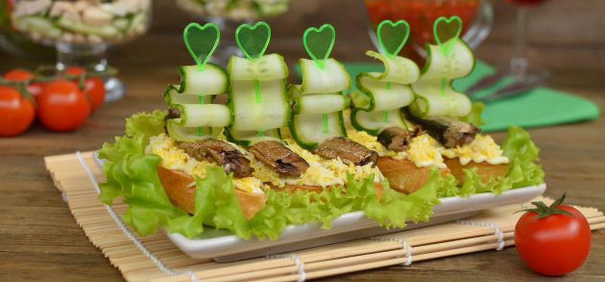 Вкусно и просто. Бутерброды со шпротами, яйцом и свежим огурцом