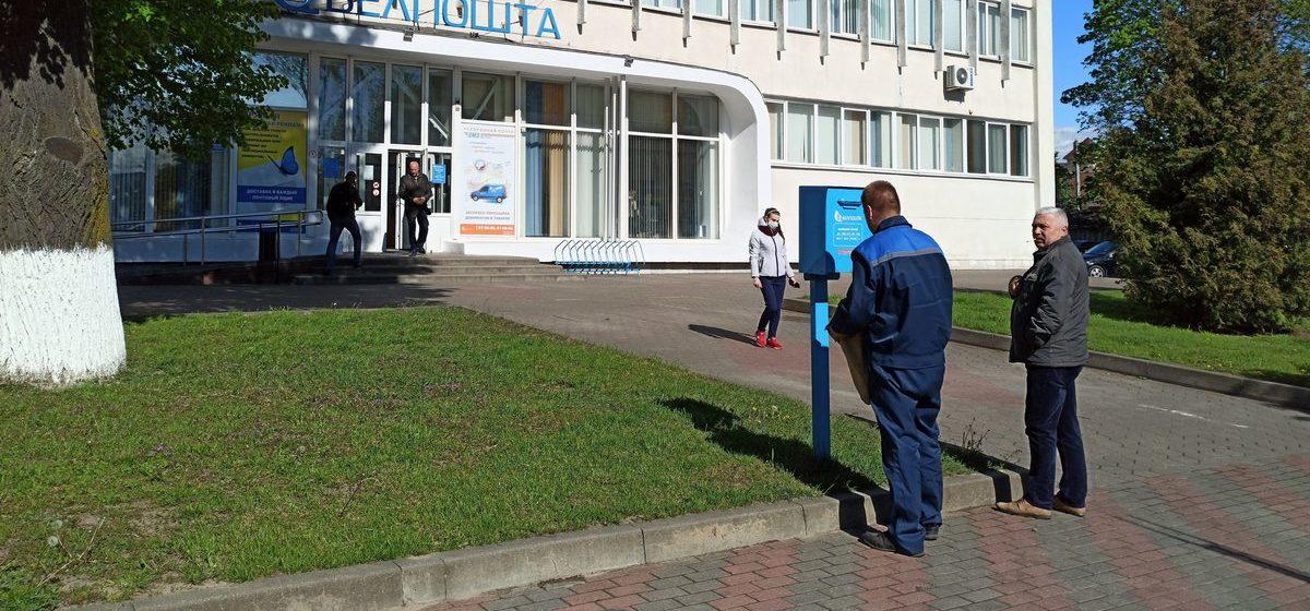 С середины декабря белорусы будут больше платить за письма, посылки и стационарные телефоны
