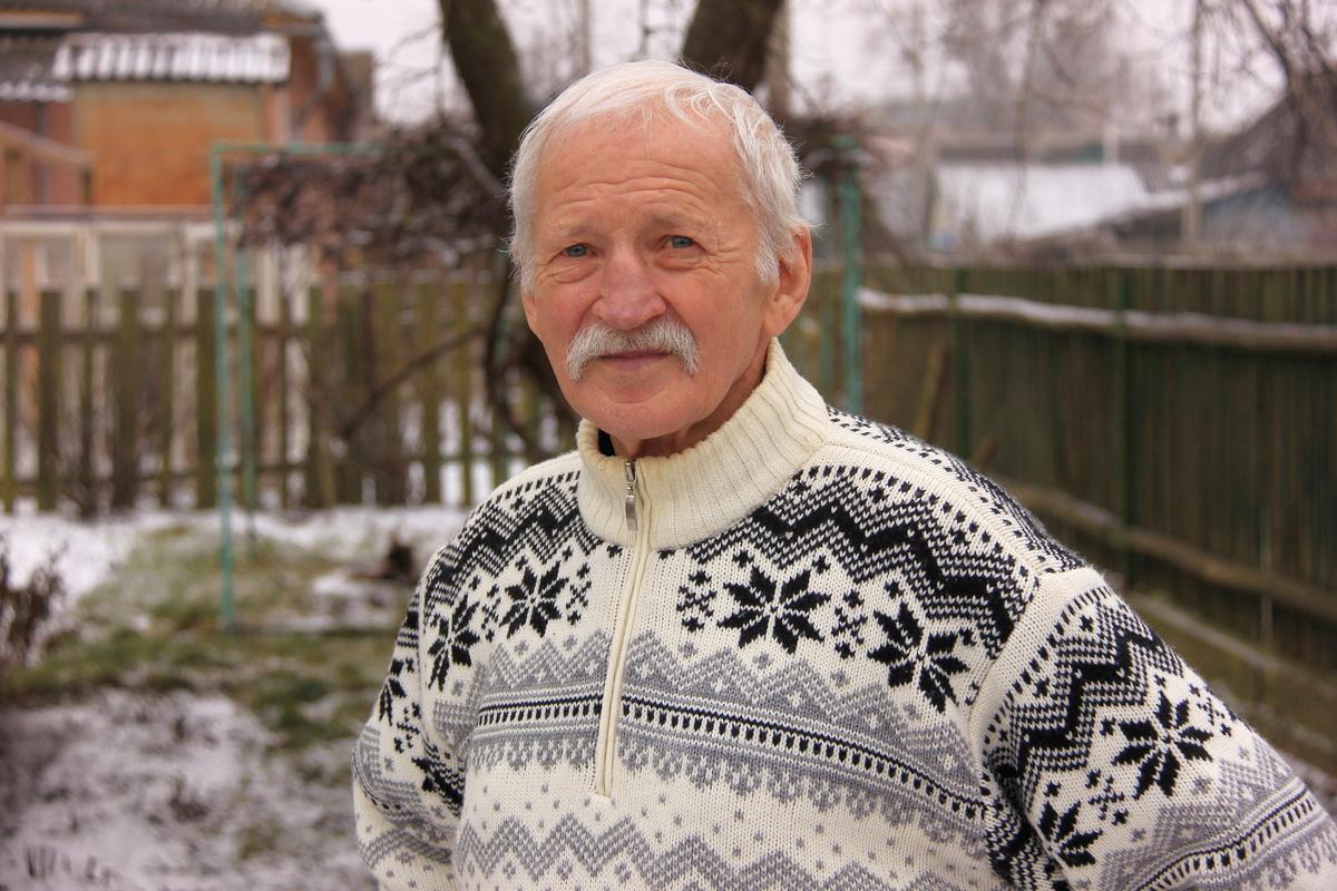 Николай Молотков больше 60 лет коллекционирует открытки. Фото: Никита ПЕТРОВСКИЙ