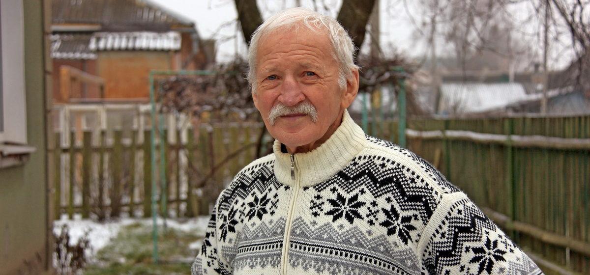 Барановичский коллекционер: «В годы войны Деда Мороза на открытках изображали с автоматом, а Снегурочка перевязывала раненых»