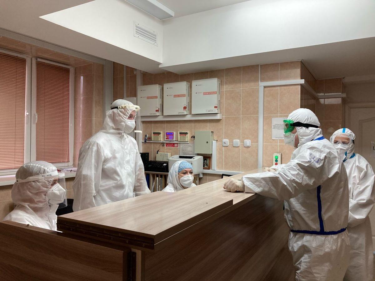 Медики в приемном отделении Барановичской городской больницы №1. Фото: Диана КОСЯКИНА