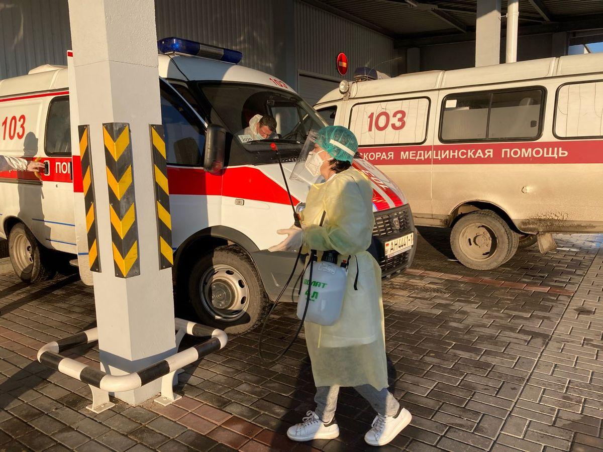 Полная дезинфекция машины скорой помощи после пациента с подтвержденным COVID-19. Фото: Диана КОСЯКИНА