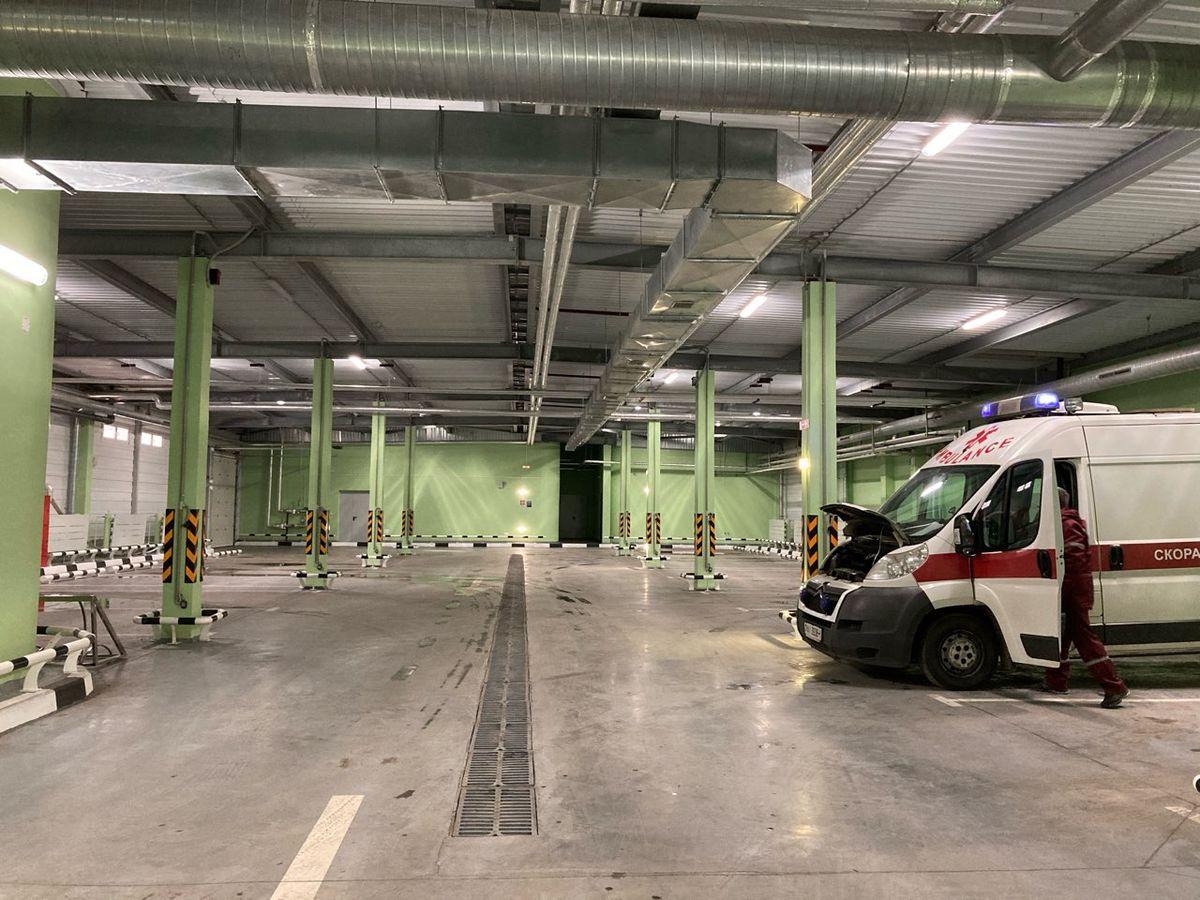 Пустующий гараж на станции скорой неотложной помощи. Фото: Диана КОСЯКИНА