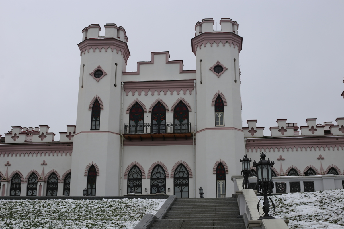 Коссовский замок (дворец Пусловских). Фото: Никита ПАСТУХОВ
