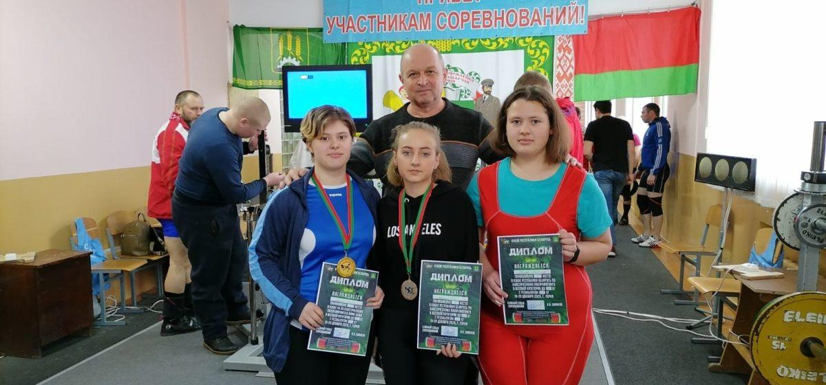 Как отличились барановичские студентки на Кубке Беларуси по поднятию тяжестей?