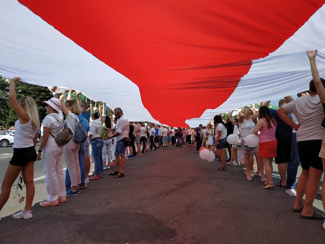 Акция против насилия и фальсификаций на выборах, которая состоялась 16 августа, стала самой массовой за все время протестов в Барановичах. Фото: Intex-press