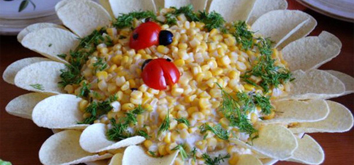 Вкусно и просто. Салат «Подсолнух» с кукурузой и шампиньонами