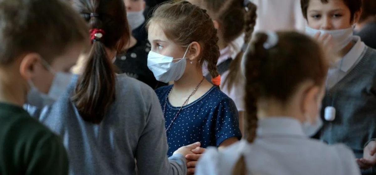 Сколько школьников болеет в Барановичах и планируется ли переход школ на «дистанционку»