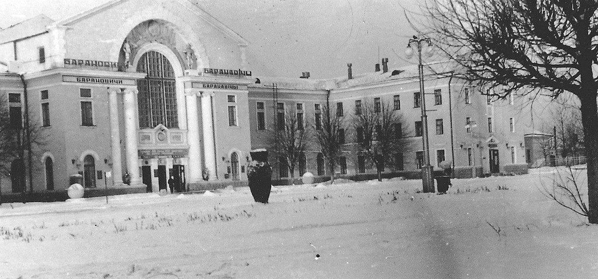 Эпидемия гриппа, снежные метели и отмена елочных базаров. О чем писали барановичские газеты в декабре 1930 и 2000 годов