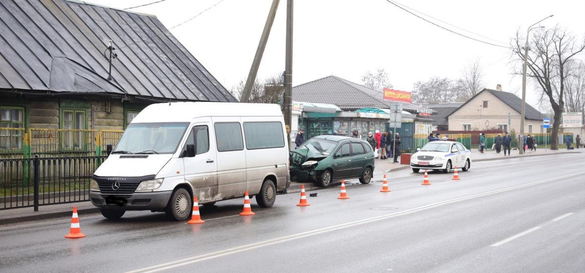 Автомобиль въехал в железное ограждение в Барановичах