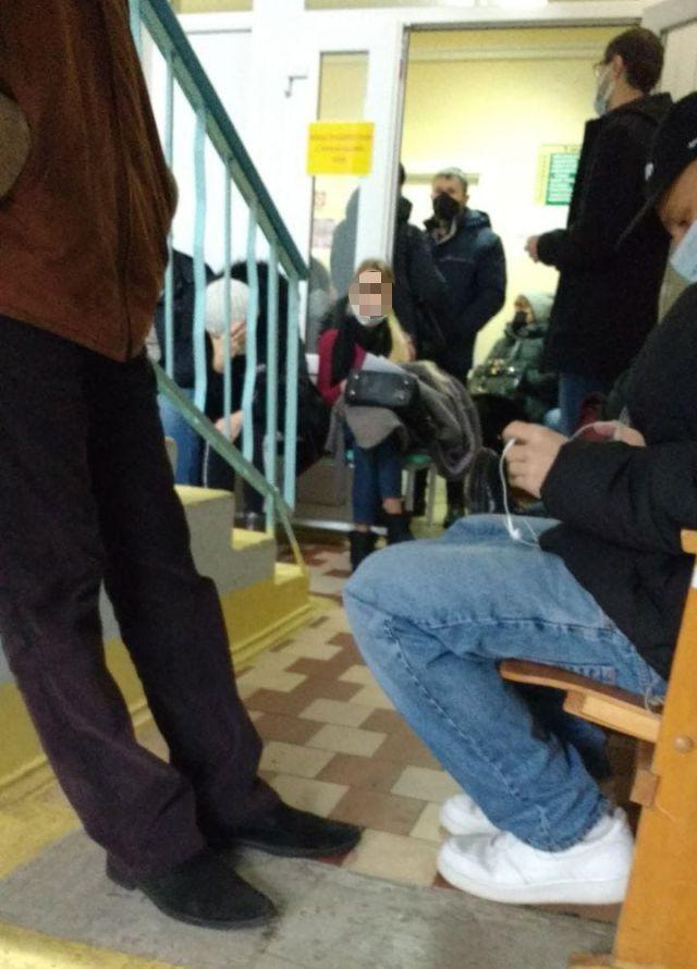Очередь на прием к врачу в одной из барановичских поликлиник. Фото: читатель Intex-press Виталий