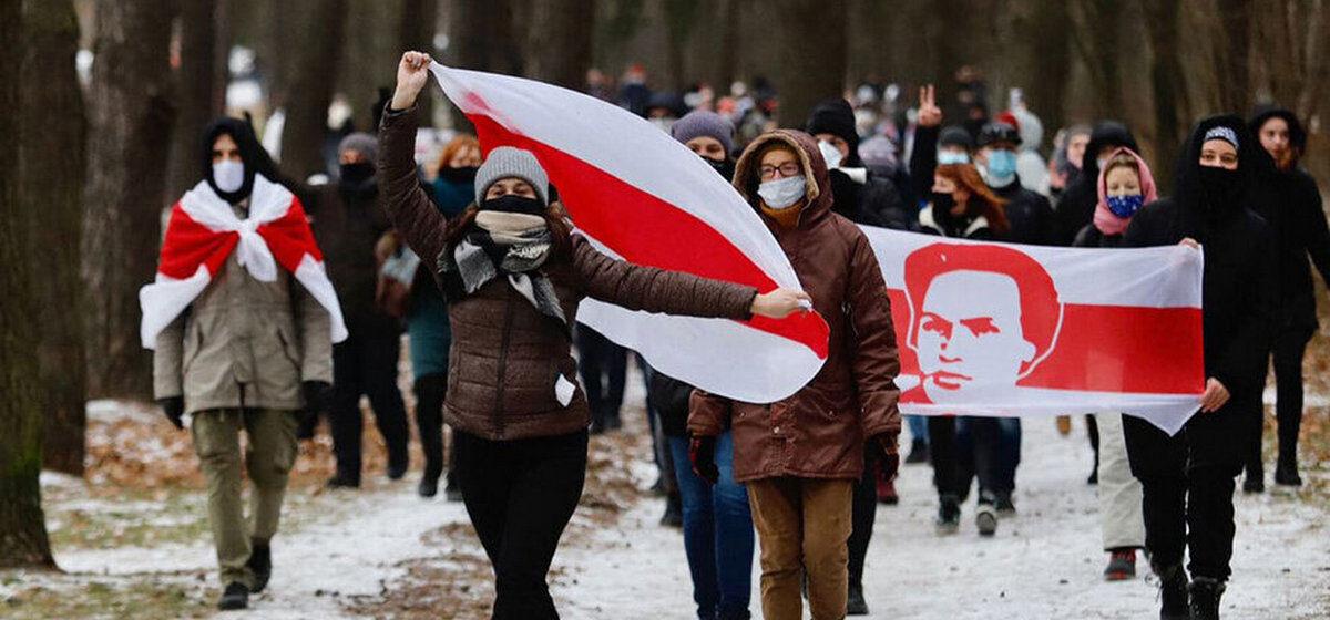 Множество колонн с бчб флагами. Что происходит в Минске и других городах 13 декабря. Онлайн