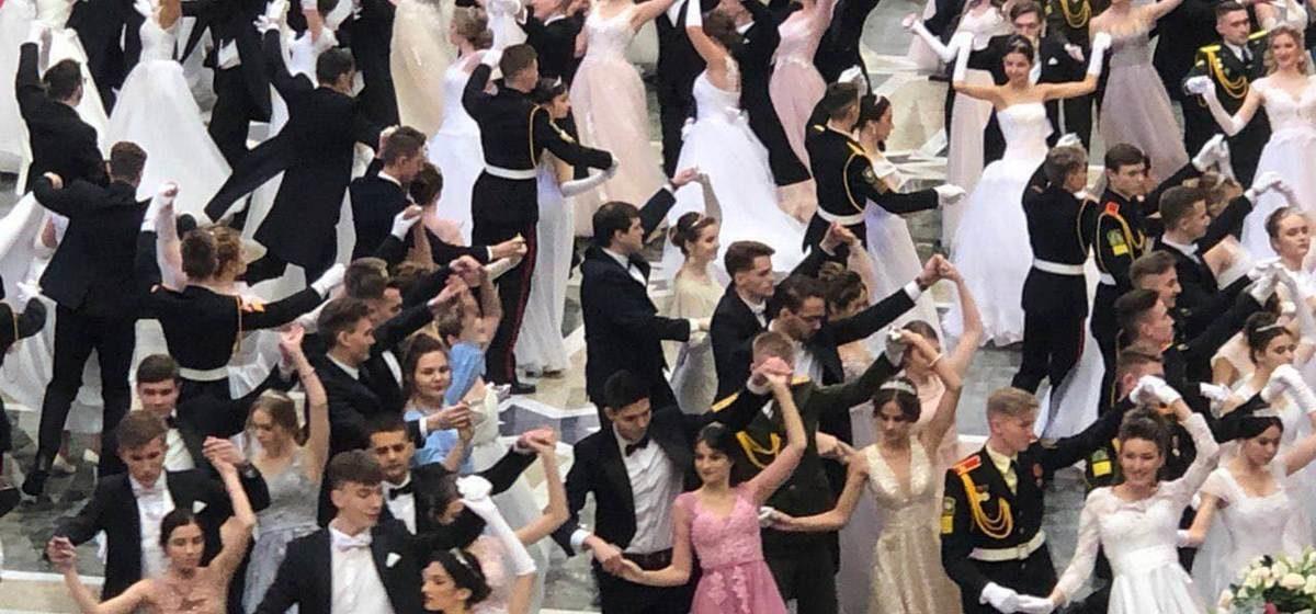 Лукашенко танцевал на балу с шатенкой. И это не Василевич! Видеофакт