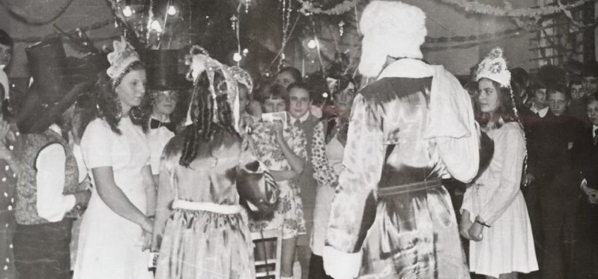 Игрушки из ваты и сетка мандаринов в рукаве шубы. Детские воспоминания жителей Барановичей о встрече Нового года