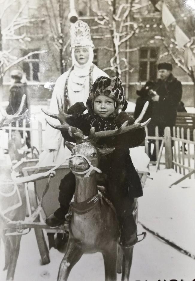 Анатолий в 1967 году на площади Ленина. Фото: архив Анатолия СОБИНСКОГО