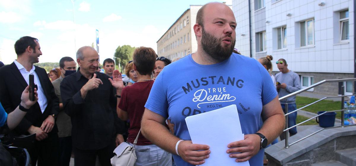 «Скрутил в ИВС БЧБ флаг из одеяла». Лидер протестов на барановичском авиазаводе – об аресте, увольнении и поддержке коллег