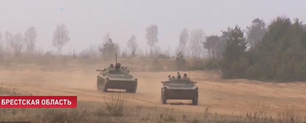 Танкисты и мотострелки провели учения на полигоне под Барановичами. Видеофакт