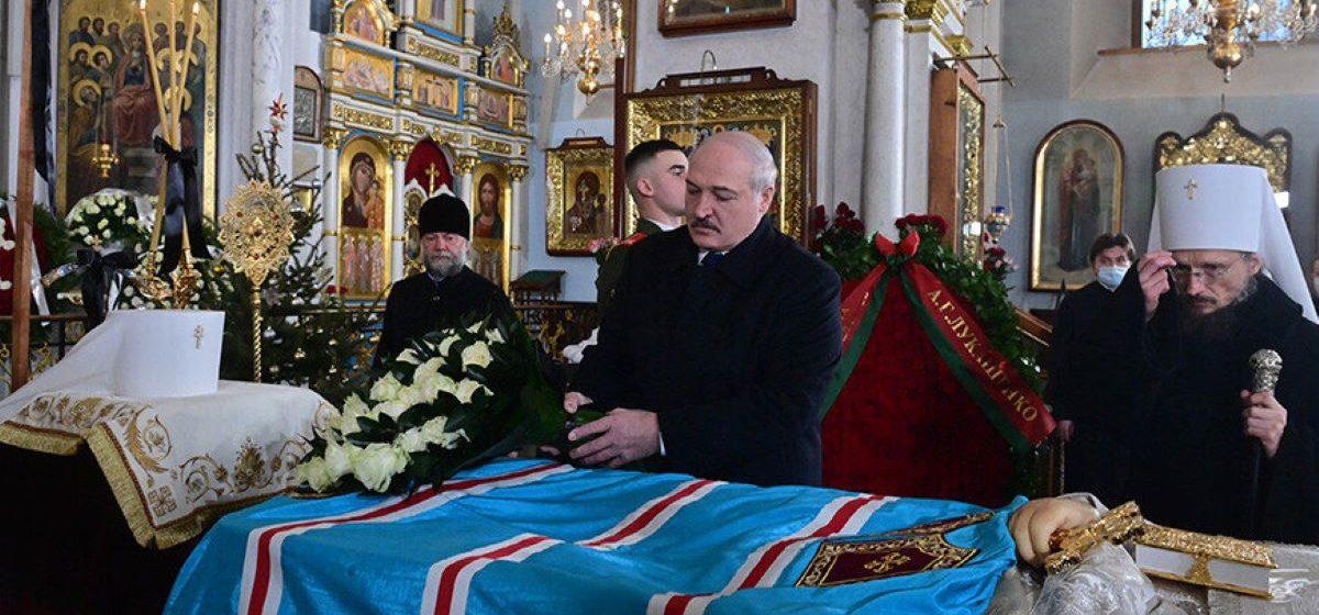 После прощальной церемонии с митрополитом Филаретом Лукашенко поехал на совещание по здравоохранению