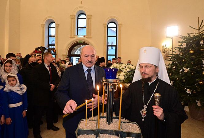Лукашенко в сопровождении главы БПЦ митрополита Вениамина посетил новую церковь в Минске