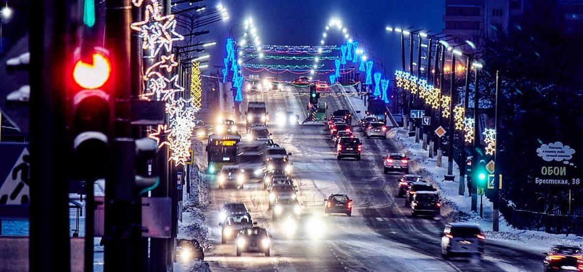 Стало известно, за чей счет украшали городские улицы к новогодним праздникам в Барановичах