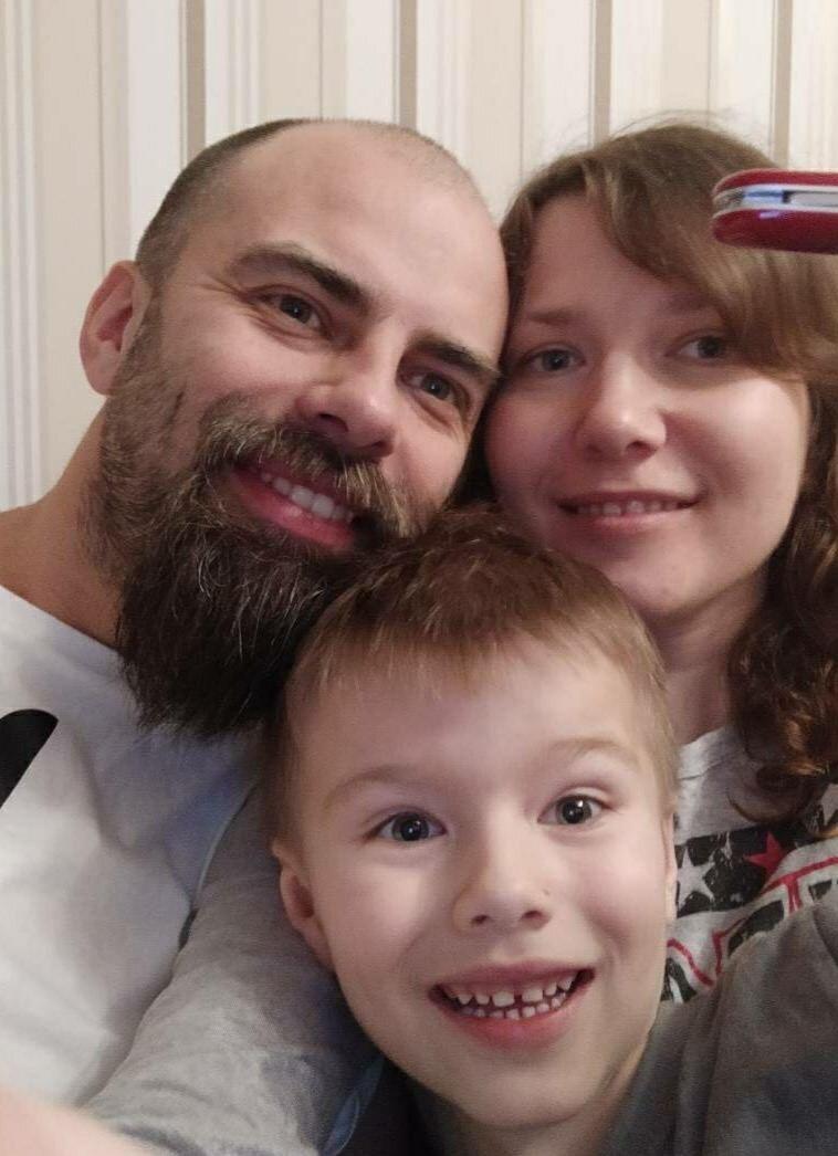 Виктор Мороз с супругой и сыном. Фото с сайта