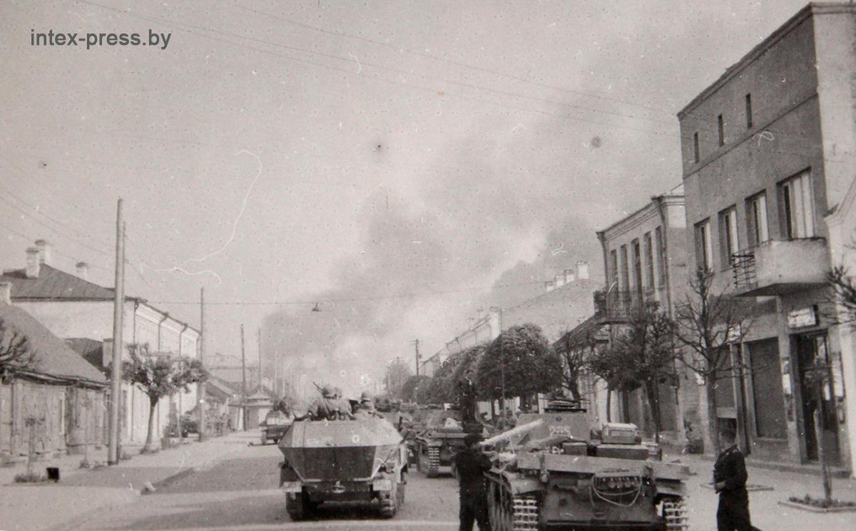 Танки 18 танковой дивизии на современной улице Советской, 27 июня 1941 года. Фото: 1871.BY
