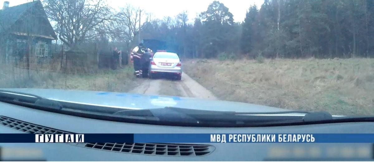 Стрелять по колесам пришлось барановичским инспекторам ГАИ, чтобы остановить пьяного водителя. Видео