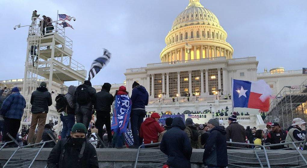 Во время протестов у Конгресса США погибли четыре человека
