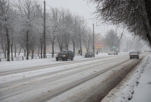 На перекрестке в Барановичах столкнулись Volkswagen и Land Rover