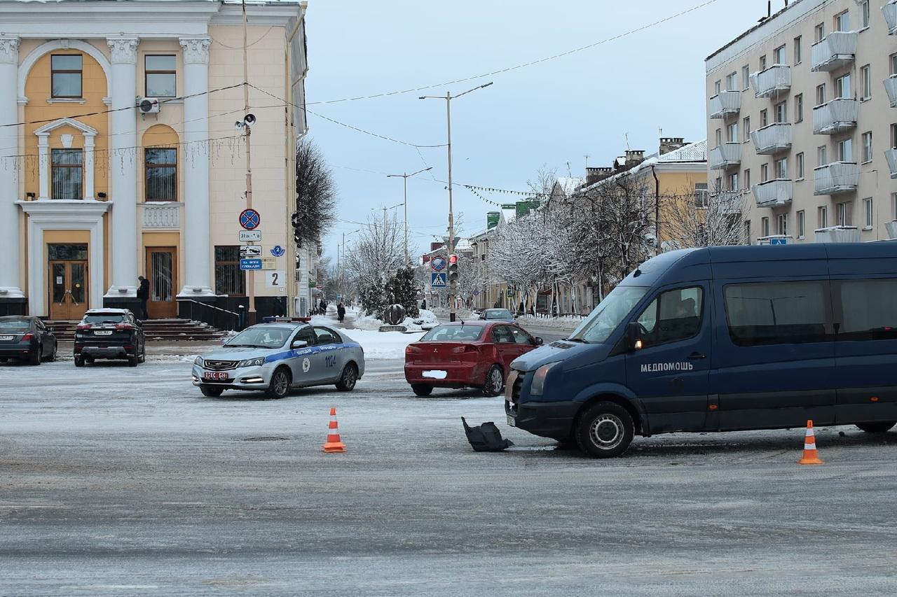 ДТП на площади Ленина.  Фото: Александр КОРОБ